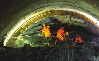 中老铁路国庆前全线隧道实现贯通,叉车在铁路建设究竟显示出那些作用呢?
